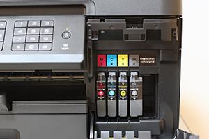インク交換はフロントオペレーションで使いやすい
