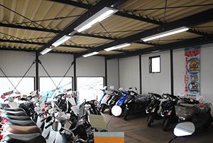 ナカノオート様、原付バイク展示スペース。